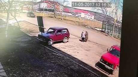 ВХабаровском крае шофёр переехал 2-х пенсионерок, приняв ихзабордюр