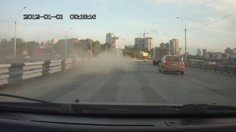 Смертельное ДТП: вНовосибирске мотоциклист наполном ходу влетел вотбойник