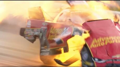 Гоночный автомобиль взорвался наскорости свыше 500 километров вчас