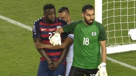 Игроки Сальвадора два раза укусили парней изсборной США наКубке КОНКАКАФ