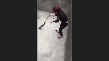 Крыса напала намолодую девушку вбетонной яме