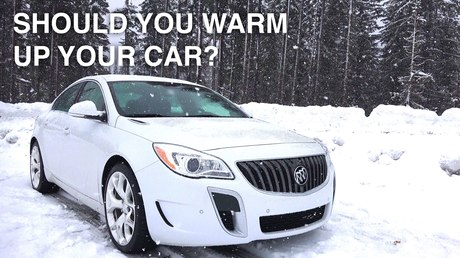 Специалист пояснил опасность прогрева машины зимой