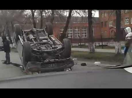 ВКемерово врезультате происшествия надороге перевернулся вседорожный автомобиль