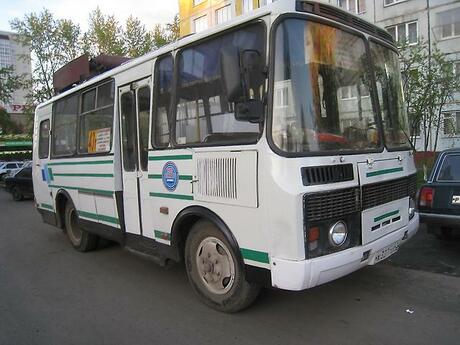 Автобусы и таксомоторы в