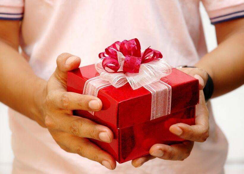 Подарок родственнику 35