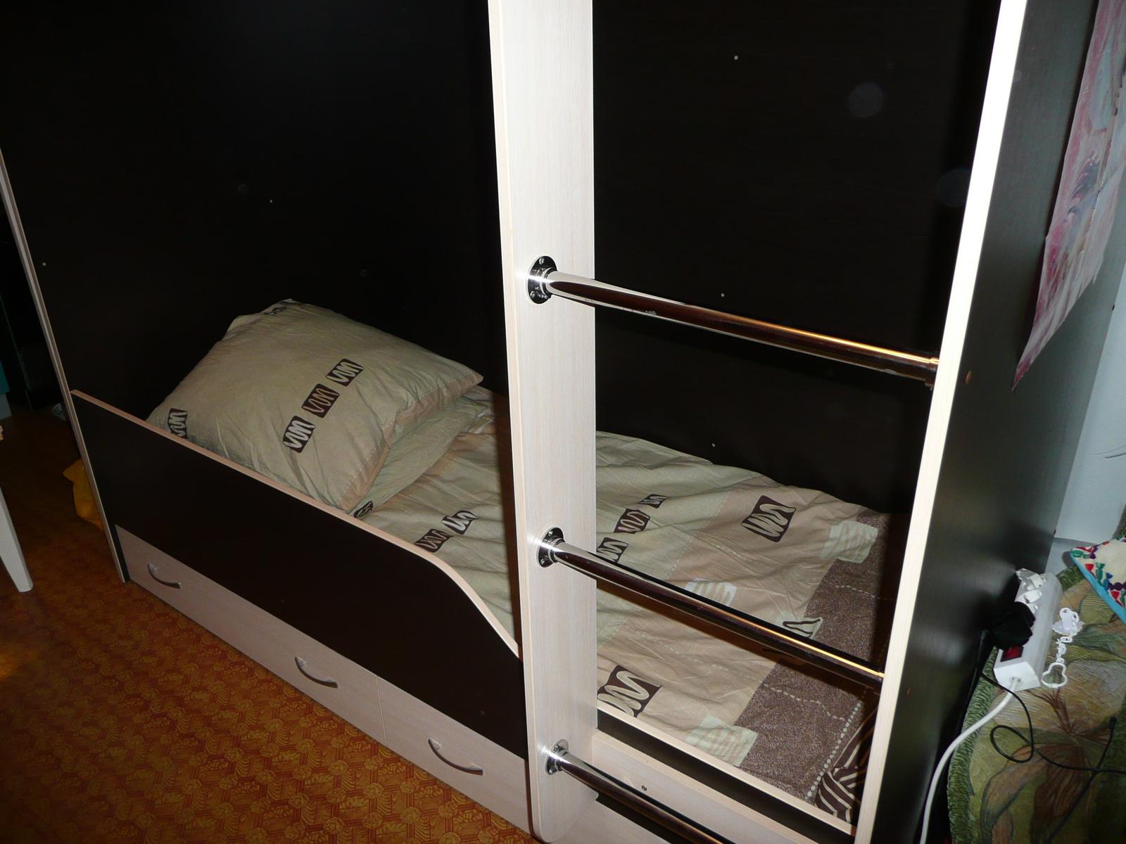 Продам 2-х ярусную кровать трансформер новую.  Отличной сборки.Нижний ярус от0 до .....Нижний ярус из натурального...