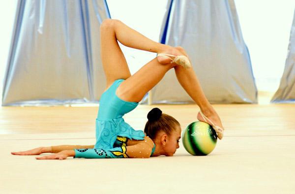 """Оригинал схемы вышивки  """"Гимнастка """".  Гимнастка, упражнение с мячом, мяч, гимнастика, художественная гимнастика..."""