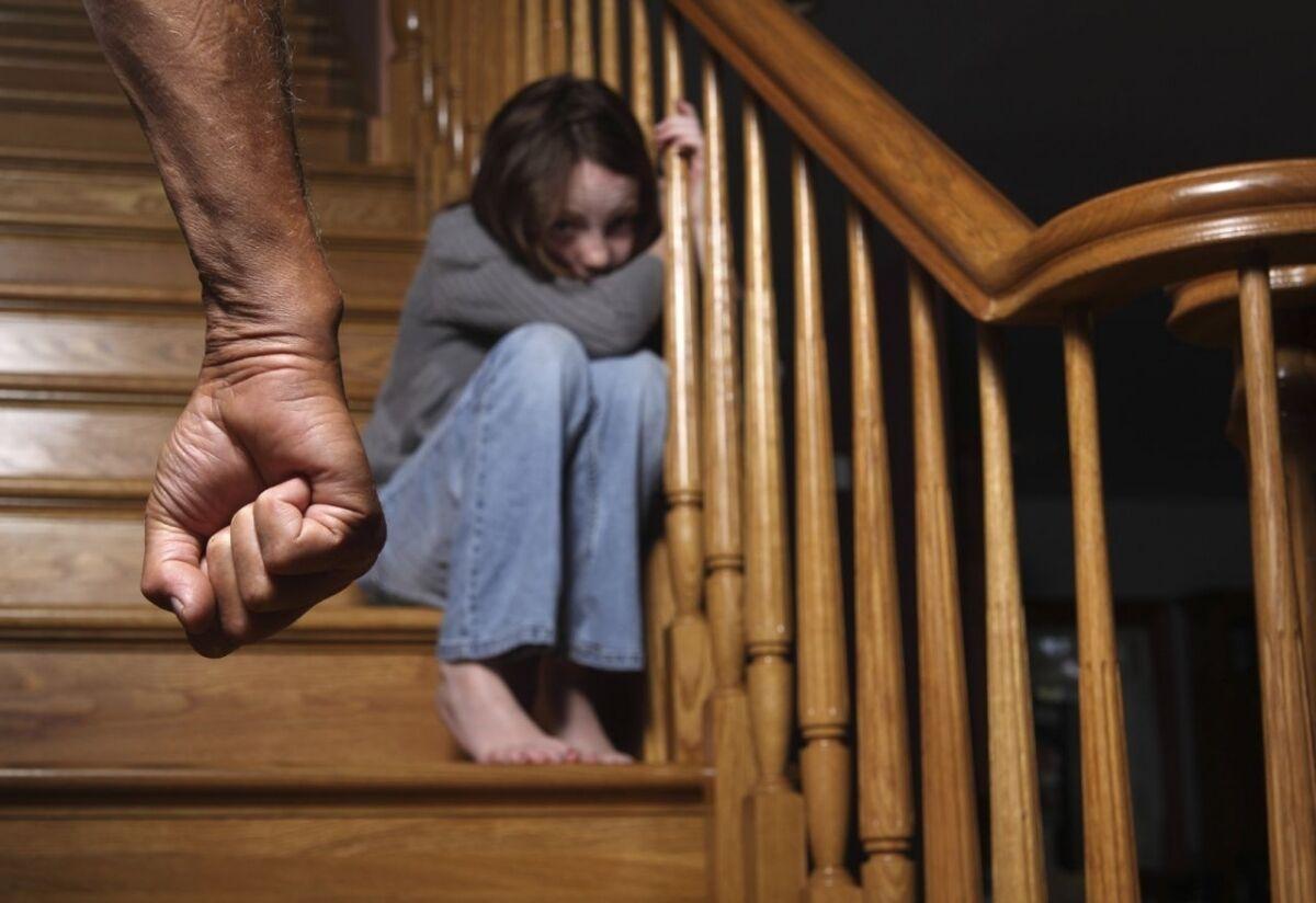 Сын наказал свою мать жестоко, Властная мать наказала нахального сына 28 фотография