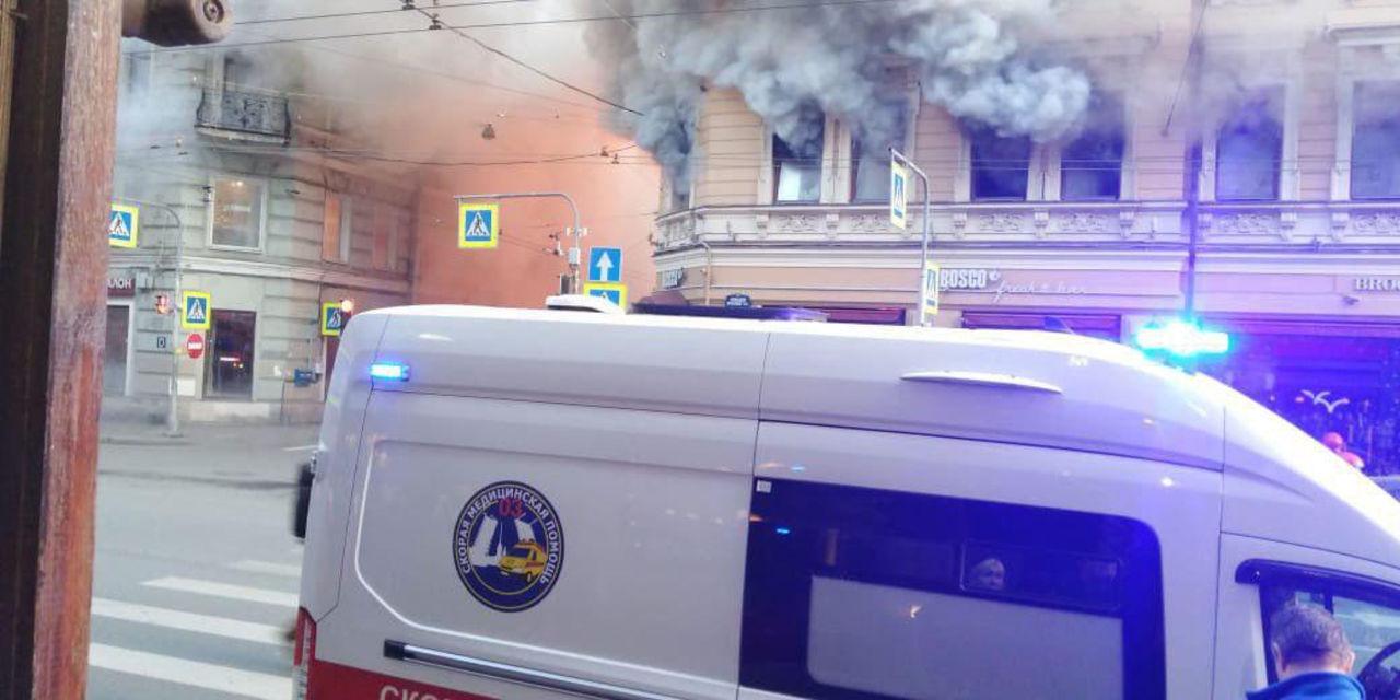 98a132127173 На фото видны прибывшие на место инцидента спасатели и скорая помощь, в  настоящее время устанавливаются все подробности произошедшего.