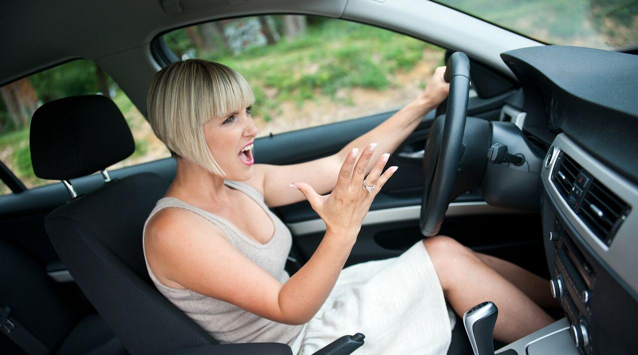 Хозяйка водитель секс, Накаченный водитель трахает свою хозяйку в машине 25 фотография