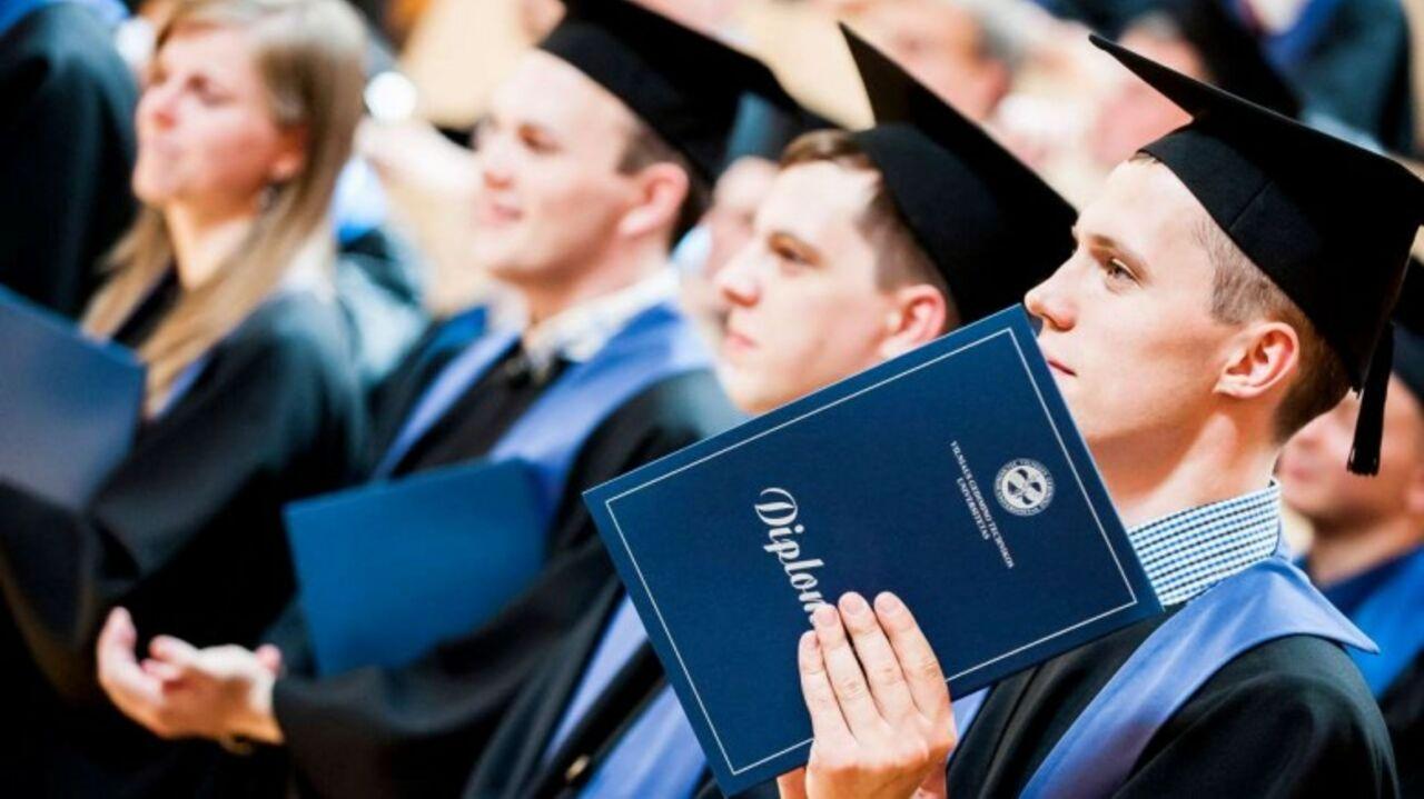 В России аспирантам придется защищать диссертации в обязательном  В России вступает в силу положение по которому все аспиранты будут защищать диссертации