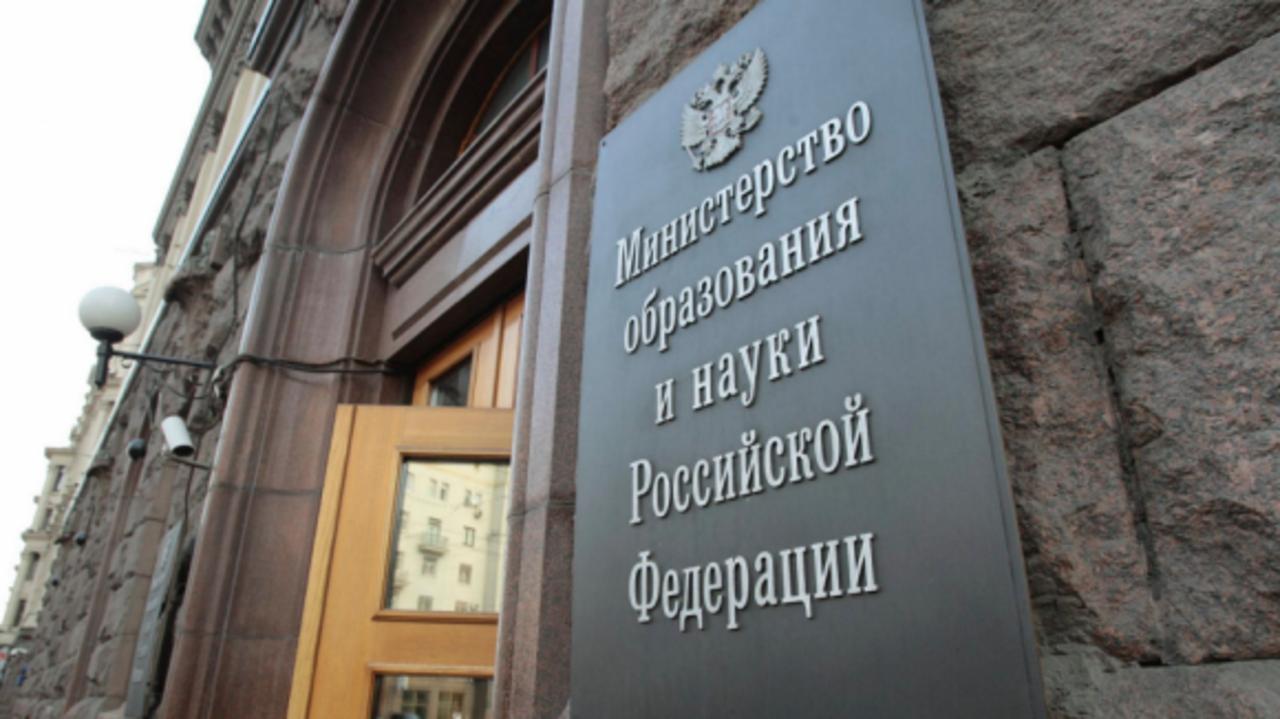 В России вдвое сократилось число новых докторских и кандидатских  В России вдвое сократилось число новых докторских и кандидатских диссертаций