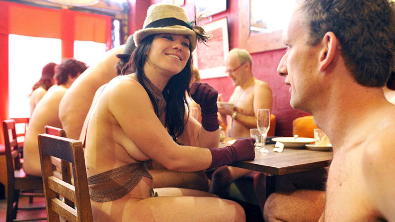 смотреть фото рестораны кафе с голыми посетителями