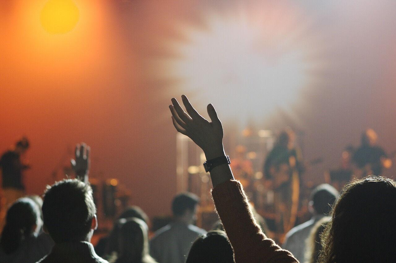 Выступления рэпера Хаски и группы ЛСП на фестивале Ural Music Night прервали из-за опасной давки которая образовалась возле сцены