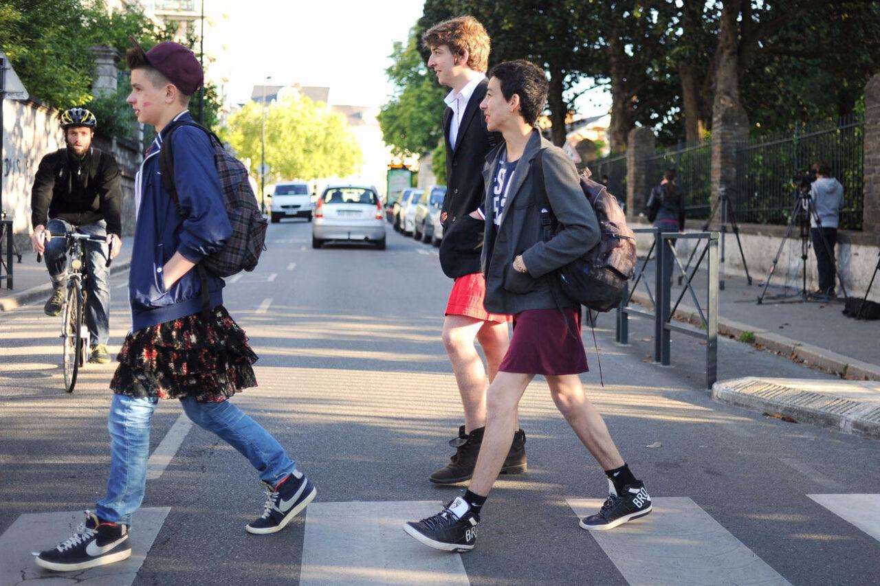 Мальчики носят юбку