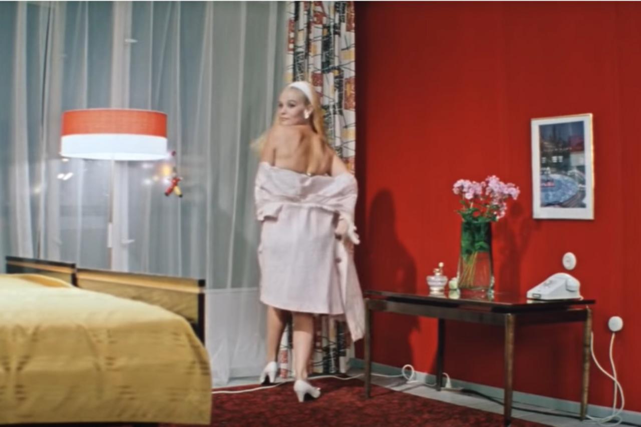 Опасная Женщина – Эротические Сцены