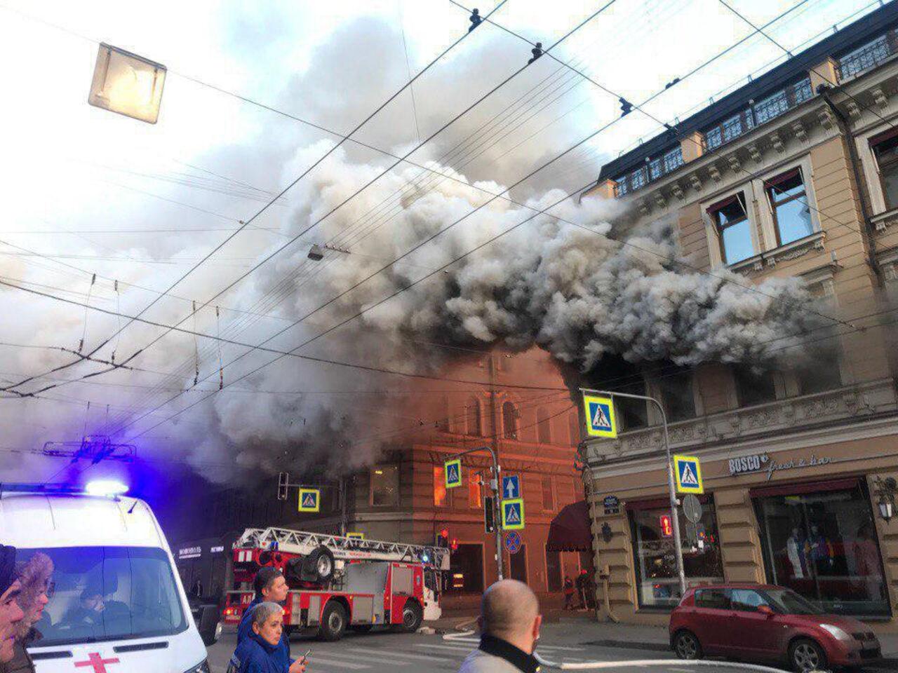 6134e505e74c В Санкт-Петербурге полыхает магазин одежды   VSE42.RU Новости