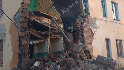 Стена жилого дома обрушилась под Красноярском