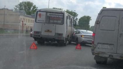 Маршрутка столкнулась с иномаркой в Кемерове