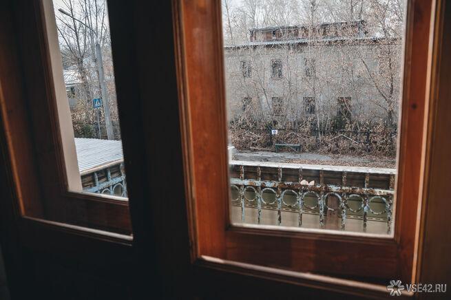 Четырехлетний мальчик выпал из окна в Томской области