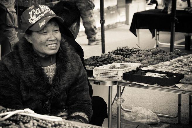 Очень странной новую вспышку коронавируса назвал Пушков на пекинском рынке