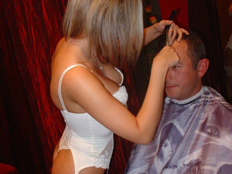 Смотреть как парень трахнул зрелую парикмахершу вправду правдивая