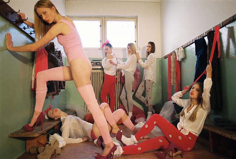 Из женской раздевалки, мэгги гилленхаал голая видео