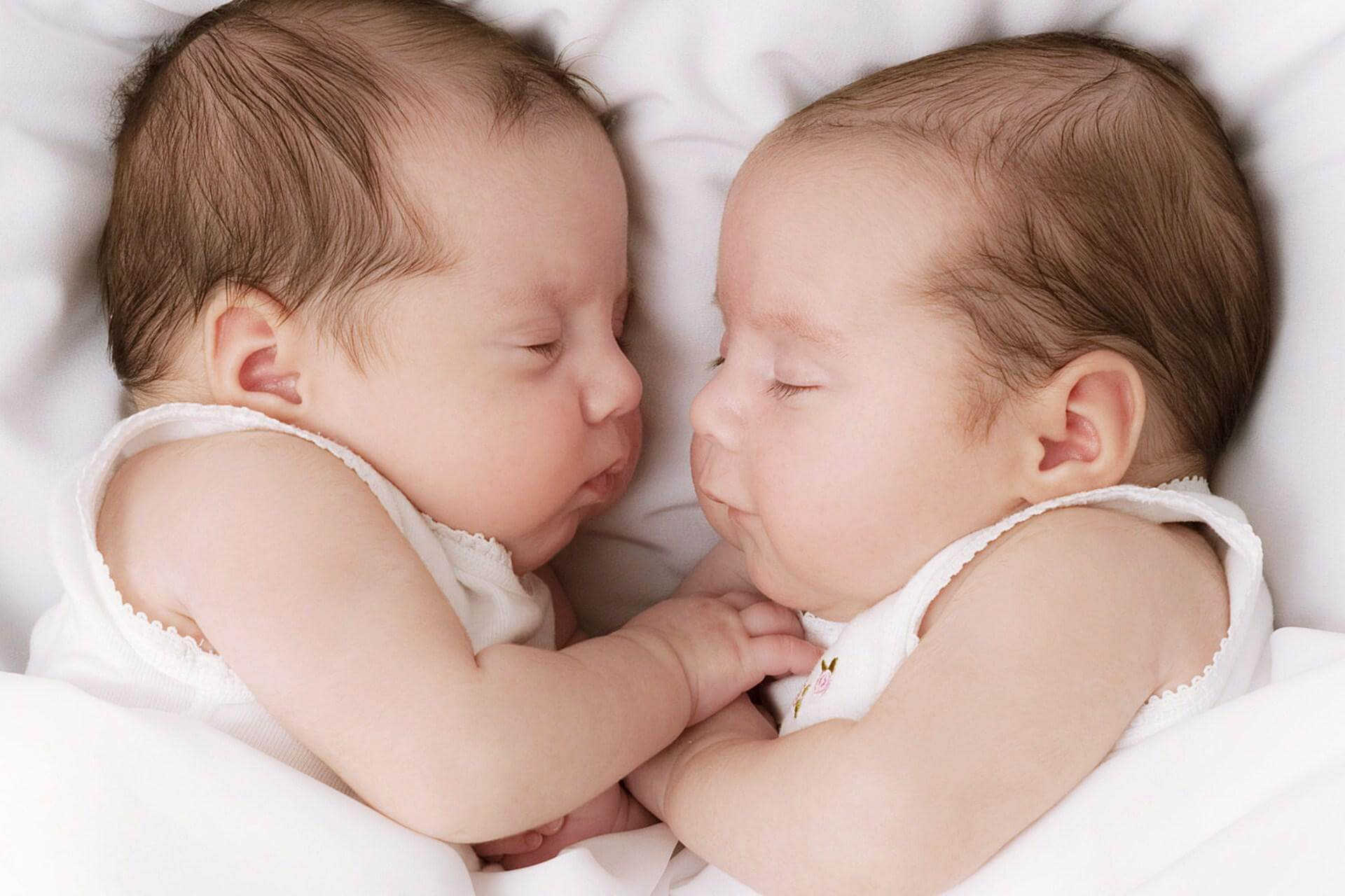 Юбилеем стихами, картинка с двойняшками мальчиками